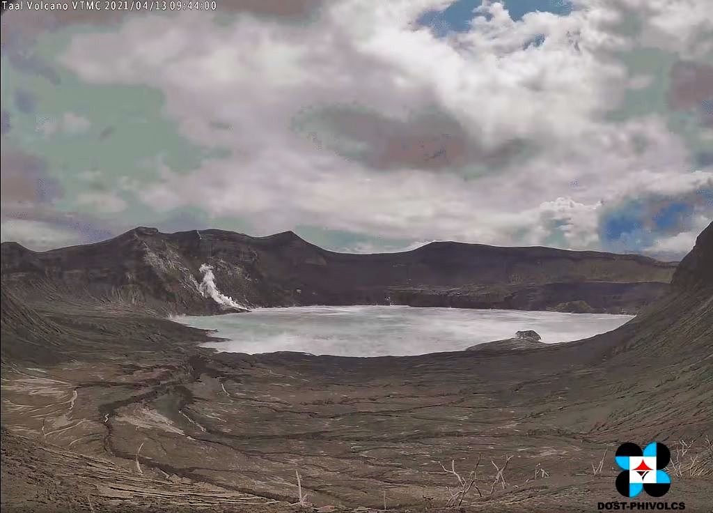 The Taal volcano - fumaroles on 13.04.2021 - webcam Phivolcs
