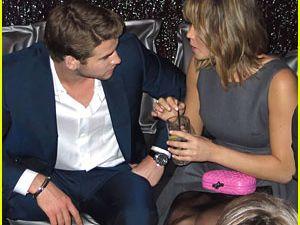 Liam und Jennifer auf der Aftershowparty, dazu hat Jennifer ihr weißes Diorkleid gegen ein anderes graues getauscht