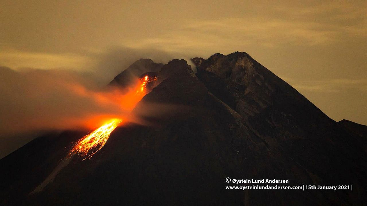 Merapi - 01.15.2021 - Incandescence of the dome, falling blocks, and fumaroles - very didactic and aesthetic photo by Øystein Lund Andersen
