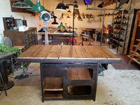 Table haute montée sur une ancienne forge rivetée - structure XIXème.