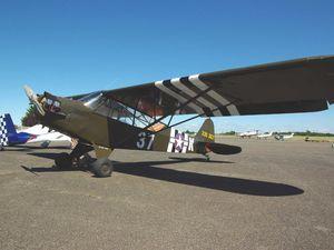 Non au registre Français, mais basé à l'aéro-club de Cholet, le Piper J-3 D-EJYD.