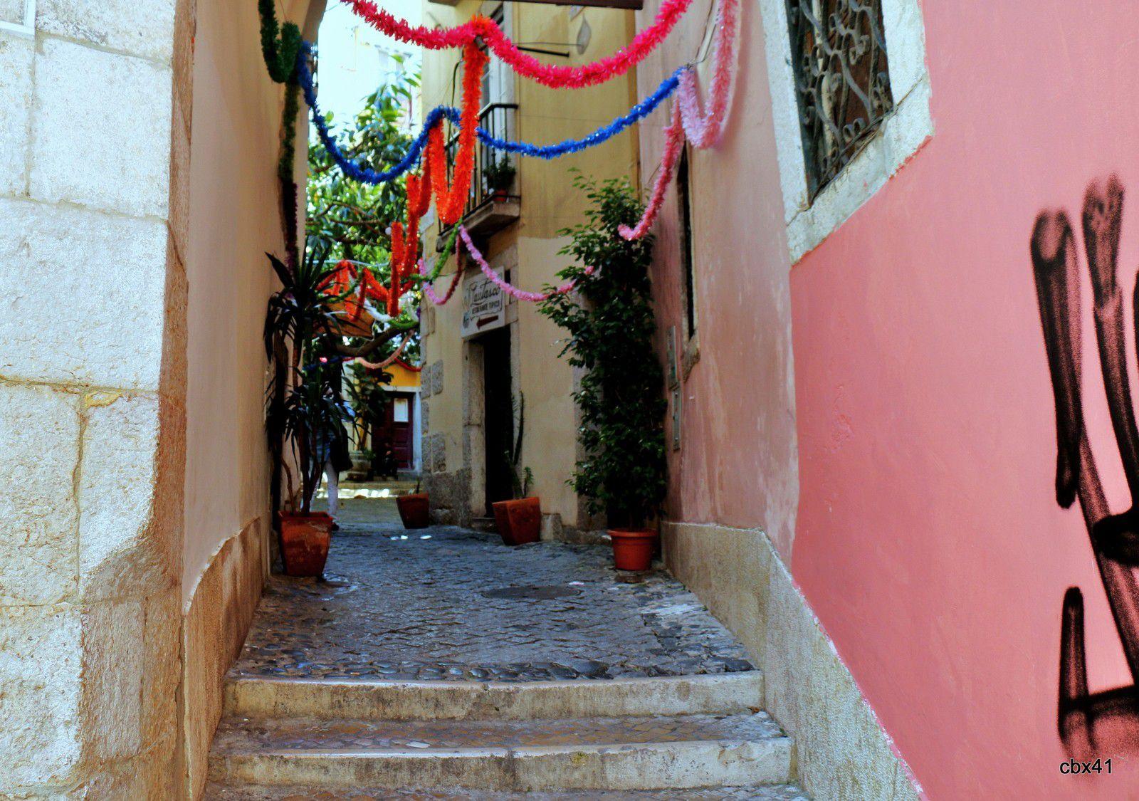 Ruelles du quartier de l'Alfama à Lisbonne (Portugal)