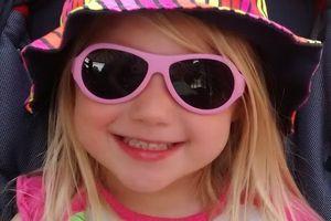 Les lunettes de soleil de Mini J