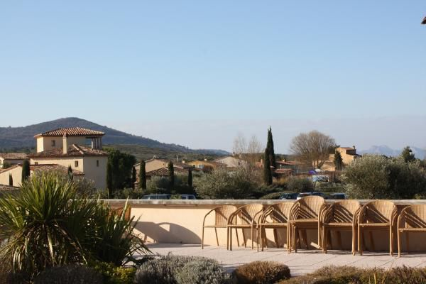 Photos et dessins: ©Emmanuel.CRIVAT 2009 DOMAINE et GOLF de PONT ROYAL en Provence (France)