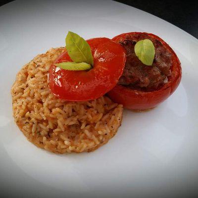 Tomate farcie et riz pilaf