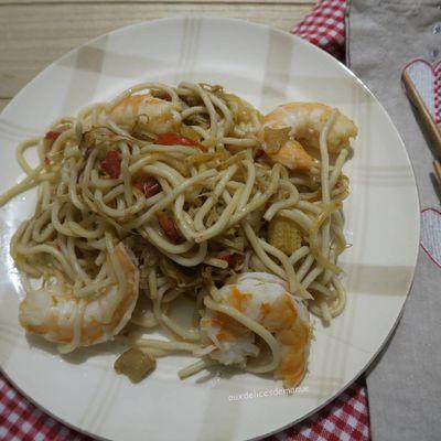 Nouilles aux crevettes et légumes