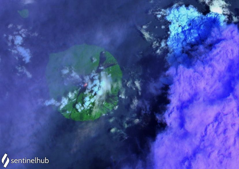 Manam - Hot spot on the image Sentinel-2 bands 12,11,4 from 16.10.2021 - one click to enlarge