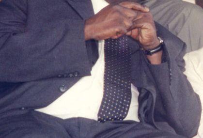 Malgré des compétences limitées, c'est Accrombessi qui dirige le Gabon (Jean Ping sur France 24)