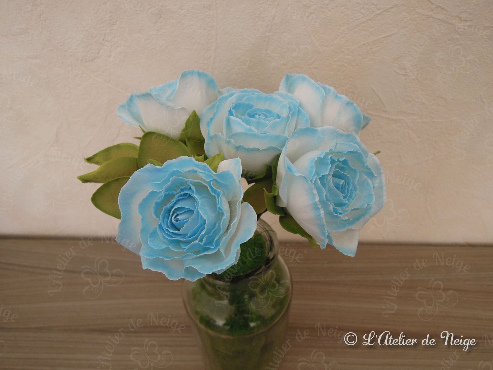 057 - Bouquet de Roses Bleues et Blanches Communion Alice 11 avril 2021