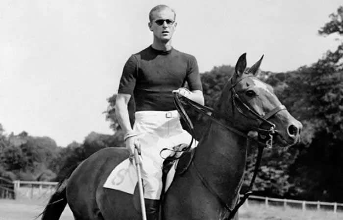Le prince Philip, le 7 août 1950, en train de jouer au Polo — AFP