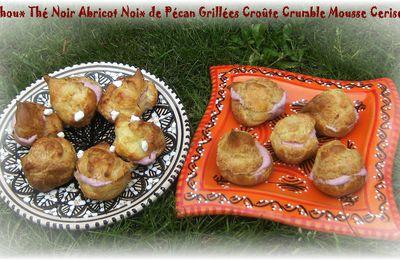 Choux Thé Noir Abricot Noix de Pécan Croûte de Crumble Mousse Cerises