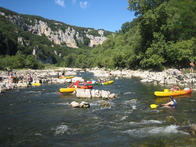 Photos de la descente en canoë des gorges de l'Ardèche entre Vallon Pont d'Arc et Sauze soit 32 km.