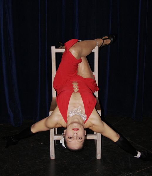 Miss Chair (acro-chaise sexy)