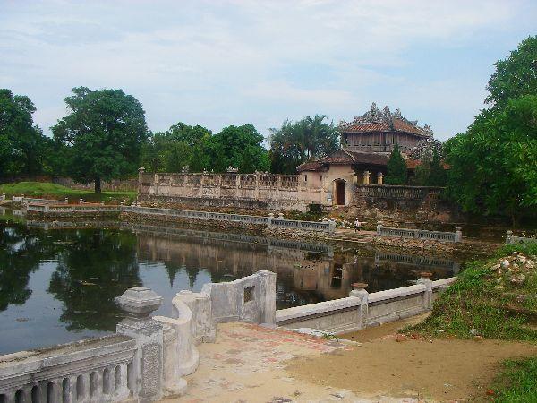 Les tombeaux des empereurs et la cité interdite