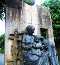Negreira : la statue des Emigrants.