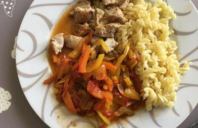 Pâtes Fusilli au poulet, poivron, tomates et carottes : un délice....