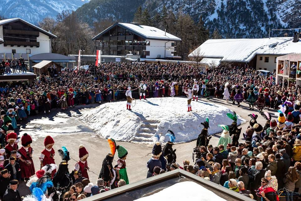 Voici le super carnaval de Nassereith au Tirol ! FroZen Lights