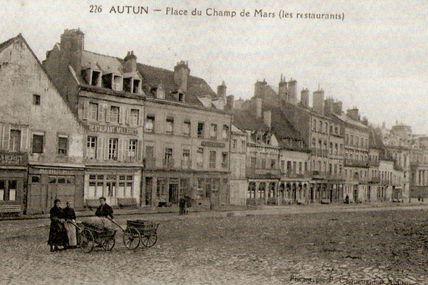 Quartier centre ville : la rue du Champ de Mars.