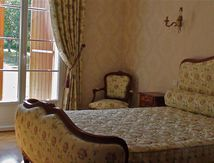 Chambre Louis XV, un travail de tapissier au charme désuet