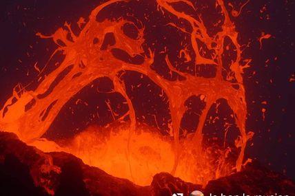 La Fournaise semble reprendre son sommeil mais pour combien de temps ? le pire scénario qu'on pourrait avoir si la Réunion connaît un nouveau confinement serait que le volcan entre éruption, malheureusement  à l'abri des regards.   Pour rappel,c'est arrivé lors de deuxième éruption de l'année 2020, l'éruption du 2 au 6 avril 2020. On espère ne pas revivre ça !  en tous cas, on sera fixé ce vendred