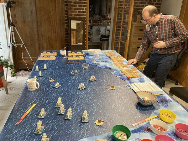 Pas de chance pour les français, le vent à tourné et les anglais favorablement positionnés- Première salves et les vaisseaux français sont déjà en mauvaise posture : Tir à bout portant et en enfilade