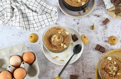 Mi-Cuits au Chocolat Caramel et Poire Pochée