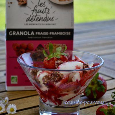 """Glace au yaourt, fraises, granola fraise-framboise """"les fruits détendus"""""""