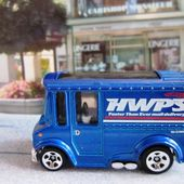 BREAD BOX HOT WHEELS 1/64 HWPS DELIVERY - car-collector.net