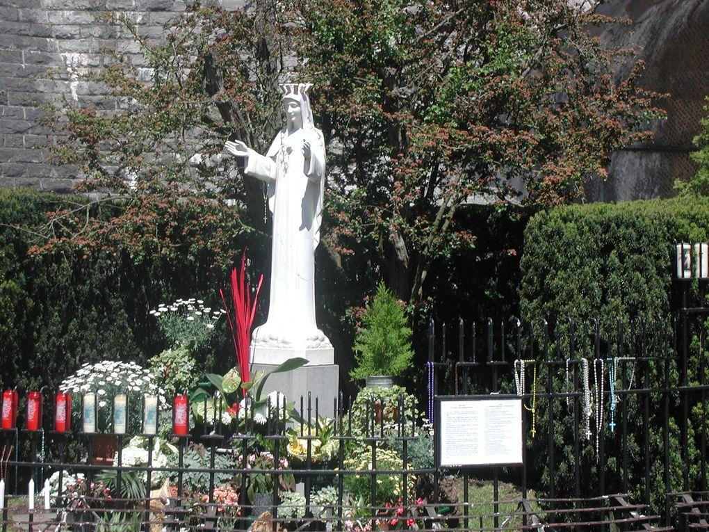 Le dimanche après la messe il arrive souvent qu'avec des fidèles ou des membres du clergé de notre église nous visitions quelques lieux saints. Là Nadine diaconesse et dame Am élia également qui représente les gallicans dans la ville de Laon