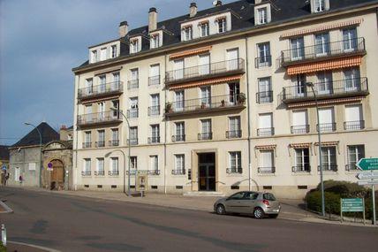 Quartier de la Croix-Verte : la place de Charmasse.