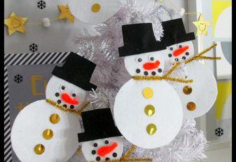 .. Bonhomme de neige en feutrine pour le sapin  ..