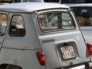 Motovun : patchwork de photos du village, de la vue, des ses automobiles récentes.