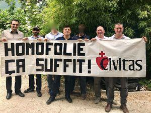 Alexandre Gabriac et des militants de Civitas disent « Non à l'homofolie ! » lors de la Gay Pride de Grenoble