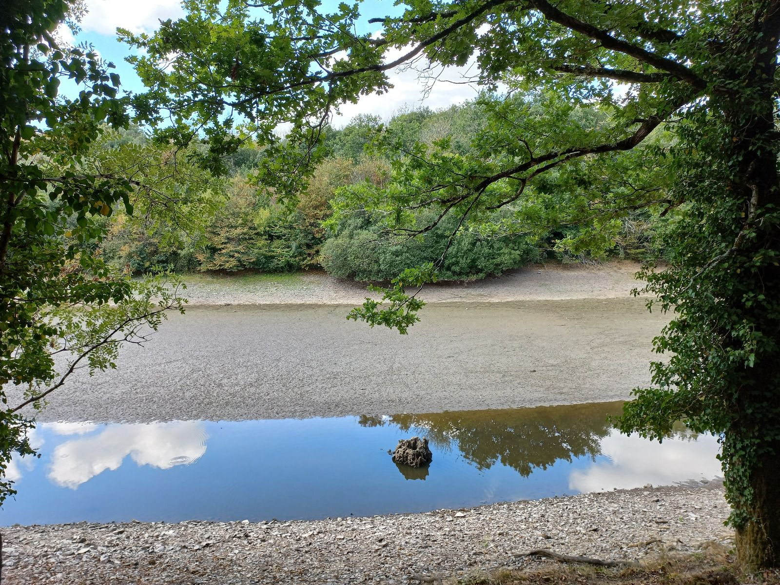 Le lac de Finfarine un dimanche de septembre