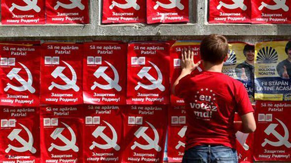 L'anti-communisme en échec en Moldavie : la faucille et le marteau ainsi que le nom « communiste » ne sont plus interdits