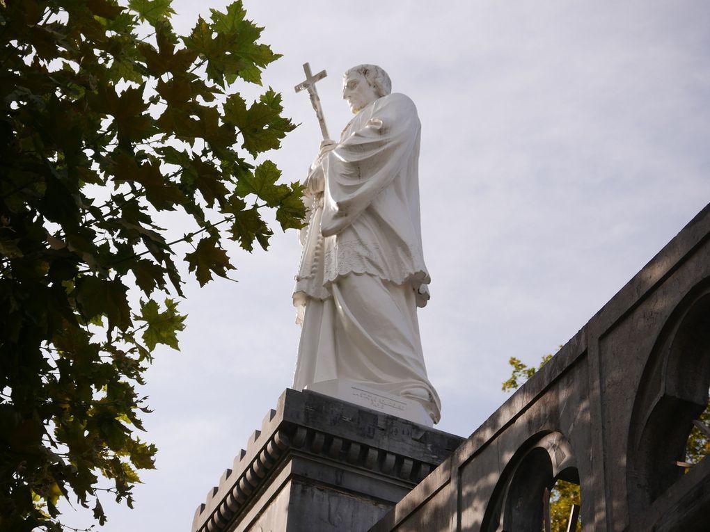 Les Saints de l'esplanade du Rosaire.