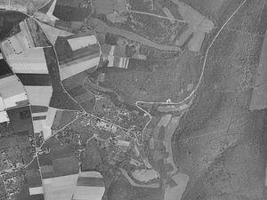 Vues aériennes sur Quévreville permettant de mesurer l'urbanisation entre les années 1950 et 2018 (captures d'écran issues du site Géoportail).
