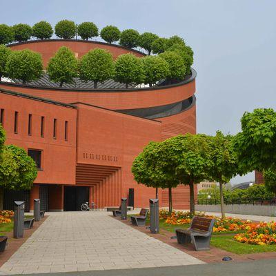 La Cathédrale d'Evry à l'heure du printemps