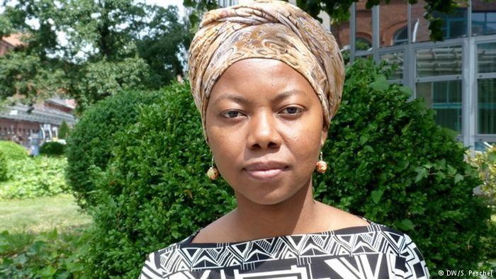 Imágenes de NoViolet Bulawayo, escritora de Zimbabwe.- El Muni.