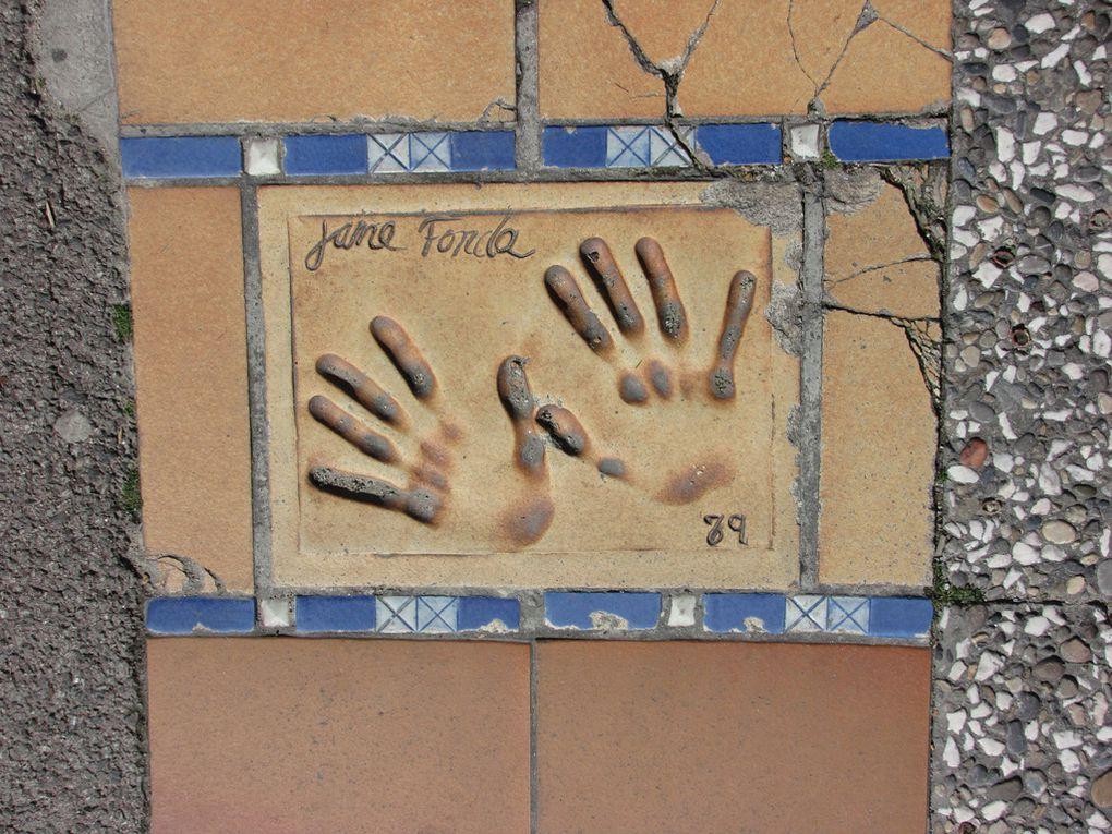 Cannes, palais des festivals et des congrès. Empreintes de mains d'étoiles du cinéma, non exhaustifs