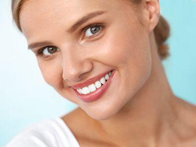 Astuces pour blanchir les dents naturellement et rapidement