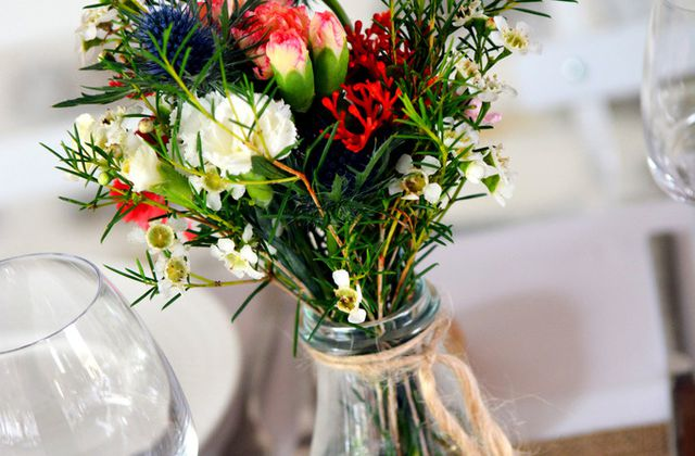 So british and colored wedding at Mas St Germain 2/2 | Montpellier french wedding florist