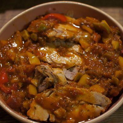 Roti de dindonneau sauce tomate aux olives et poivrons