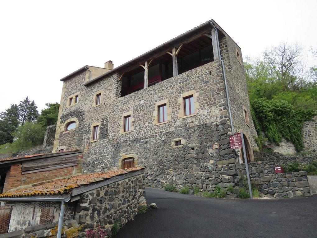 """Un de plus beaux villages de France, fortement marqué par les deux décennies durant lesquelles """"la Reine Margot"""" y séjourna."""