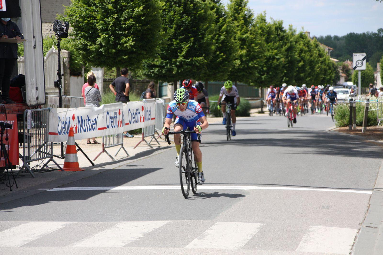 Fin  du  5e  tour, ils  sont  sortis  à  3  avec  Florian  PONS  et  Vincent  GICQUEL
