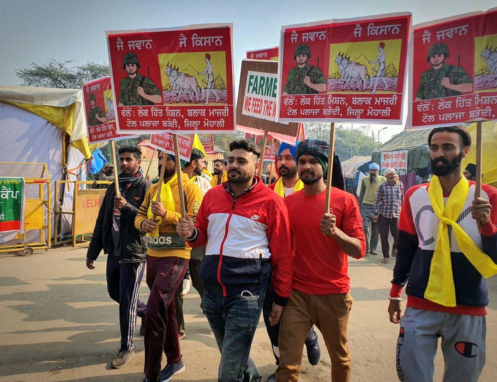 En Inde, des centaines de milliers de paysans révoltés cernent New Delhi