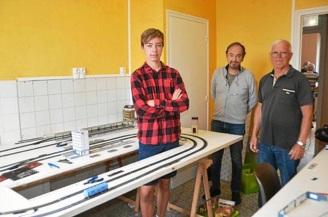 Macéo a construit, avec son ami Johan (absent de la photo), ce projet ferroviaire, sous les conseils avisés de Gilbert Le Fourn et Didier Eliés.