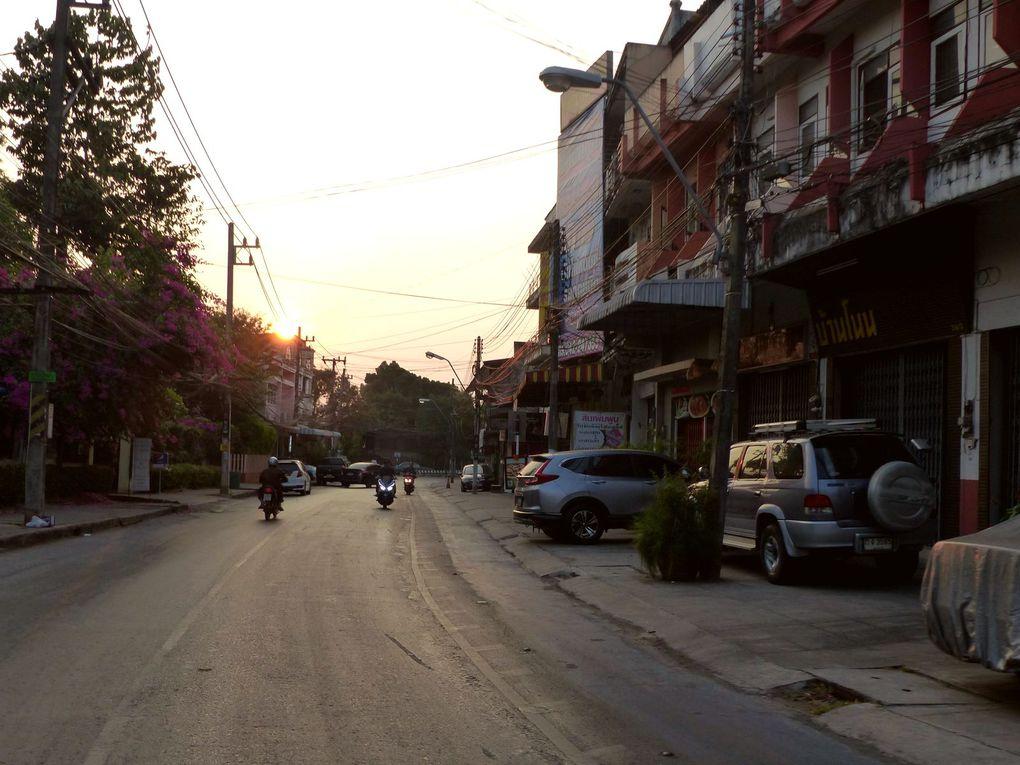 Balade matinale à Udon Thani - La couleur du ciel (20-10)