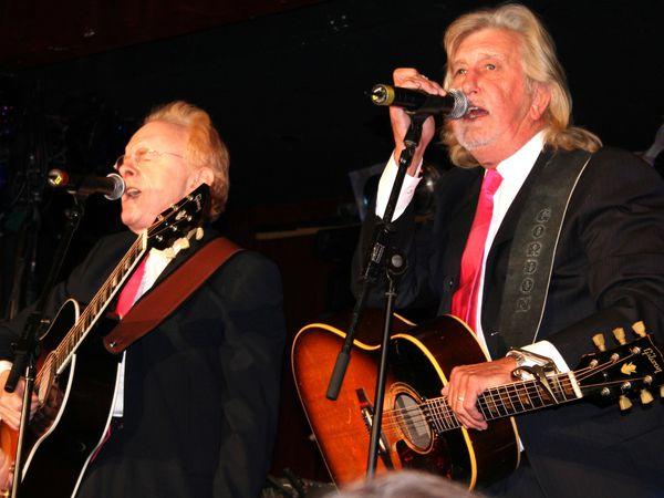 Peter et Gordon, un duo vocal de musique des années 1960 composé de Peter Asher et de Gordon Waller