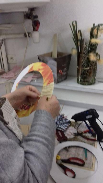 ensuite choisir une couleur qui tranche et faire des zigzags selon vous afin d'accentuer le volume de votre disque.